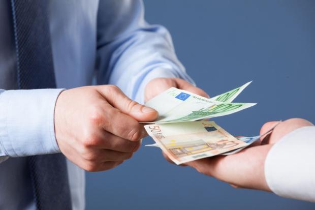 Nach Art. 16 Abs. 3 EBA-VO sind die von EBA publizierten Leitlinien und Empfehlungen auch von der Kreditwirtschaft grundsätzlich anzuwenden. Die FMA erwartet zudem, dass auch die bisher von CEBS erlassenen Leitlinien und Empfehlungen von der Kreditwirtschaft entsprechend berücksichtigt werden.